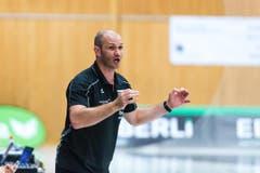 Kriens-Trainer Heiko Grimm mit Anweisungen. (Bild: photo:roger gruetter)