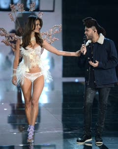The Weeknd sagt Alessandra Ambrosio an. (Bild: Keystone)