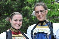 Ehrendamen Doris Wechsler (links) und Beatrice Blättler (Bild: Robert Hess / Neue OZ)