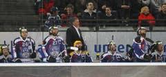 Enttäuscht blicken die Spieler des EVZ auf die Anzeigetafel. (Bild: Stefan Kaiser/Neue ZZ)