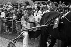 Der Schauspieler nimmt an einem Prominenten-Trabrennen in Aarau teil (17. April 1989). (Bild: Keystone / Str.)