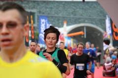 Bilder von unterwegs: Eindrücke von der Laufstrecke und auf Nebenschauplätzen. (Bild: Ramona Geiger/Claude Hagen/LZ)