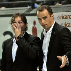 Paul Di Pietro (links) mit Tränen in den Augen und EVZ Sportchef Patrick Lengwiler. (Bild: Keystone/Sigi Tischler)