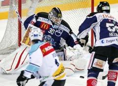 Torhüter Jussi Markkanen mit dem 9. Shut-Out im Dress der Zuger. (Bild: Keystone)