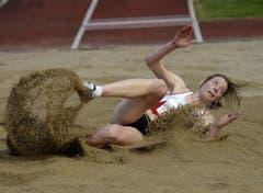 Die Schweizerin Irene Pusterla kommt mit 6,48m im Weitsprung auf Platz 3. (Bild: Keystone)