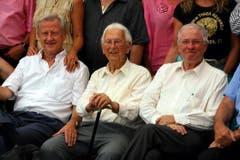 Freddy Burger, links, und Christoph Blocher, rechts, am 90. Geburtstag von Walter Roderer. (Bild: Archiv Neue LZ)
