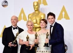 Die Gewinner in den Hauptkategorien beste/r Hauptdarsteller/in (rechts: Julianne Moore und Eddie Redmayne) und beste/r Nebendarsteller/in (links: J.K. Simmons und Patricia Arquette). (Bild: Keystone / Paul Buck)