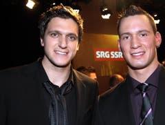 Skicross-Olympiasieger und Newcomer des Jahres Mike Schmid (links) mit Schwingerkönig Kilian Wenger. (Bild: André Häfliger/Neue LZ)