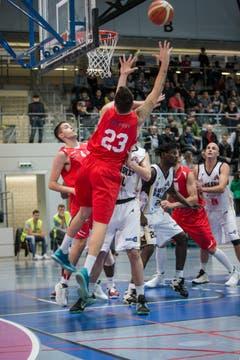 Nicola Stevanovic springt am höchsten. (Bild: Manuela Jans- Koch)