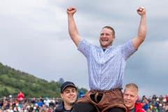 Andreas Ulrich gewinnt das 94. Schwyzer Kantonale Schwing- und Älplerfest in Arth. (Bild: Alexandra Wey / Keystone)