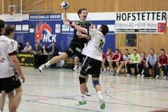 Kriens' Thomas Hofstetter (links) gegen Gossaus Tobias Lieberherr. (Bild: Roger Zbinden/Neue LZ)