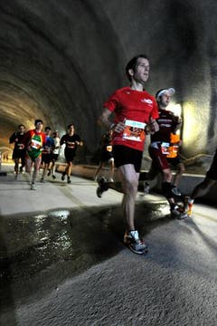 Läufer im Tunnel. (Bild: Eveline Beerkicher/Neue LZ)