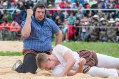 Roman Fellmann (links) gewinnt im 6. Gang gegen Fabian Durrer. (Bild: Alexandra Wey / Keystone)
