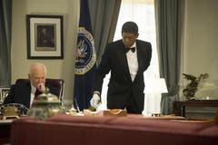 Robin Williams als Dwight Eisenhower, links, und Forest Whitaker als Cecil Gaines in einer Szene aus «Der Butler». (Bild: Keystone)