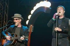 Am 1. Mai 2011 spielte er in Rom, zusammen mit seinem Landsmann Francesco De Gregori, mit dem er schon vor 30 Jahren gemeinsame Konzerte gegeben hatte. (Bild: Keystoen / F. Campana)