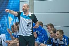 HCK-Trainer Heiko Grimm gibt Anweisungen. (Bild: Pius Amrein / Neue LZ)
