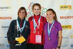 Evelyne Dietschi, Flavia Stutz und Anja Rüdisüli (von links) auf dem Podium nach dem Nachwuchselite Rennen der Frauen am Luzerner Stadtlauf (Bild: Philipp Schmidli / Neue LZ)