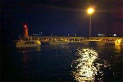 Rettungsboote der Costa Concordia bei der Ankunft im Hafen von Giglio. (Bild: Keystone / EPA)