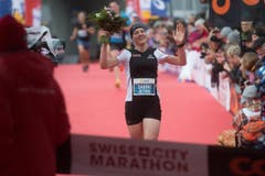 Siegerin Halbmarathon Frauen Sabine Hauswirth. (Bild: Boris Bürgisser (LZ))