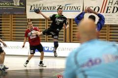 Thomas Zimmermann erzielte gegen Pfadi Winterthur zwei Tore. (Bild: Roger Zbinden/Neue LZ)