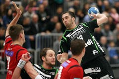 Kriens Boris Stankovic (rechts) gegen Berns Thomas Heer. (Bild: Philipp Schmidli / Neue LZ)