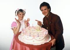 Ursula Schäppi (als Göre Ursula) und Moderator Kurt Felix feiern Geburtstag in «Supertreffer» im Jahr 1988. (Bild: SRF)