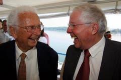 Walter Roderer an seinem 90. Geburtstag mit Christoph Blocher. (Bild: Archiv Neue LZ)