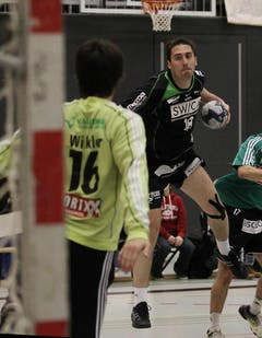 Kriens Boris Stankovic (rechts) gegen Wacker Thuns Marc Winkler. (Bild: Philipp Schmidli/Neue LZ)