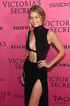 Model Gigi Hadid trifft für die Modeshow ein. (Bild: Keystone)