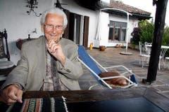 Walter Roderer vor seinem Haus in Illnau. (Bild: Archiv Neue LZ)