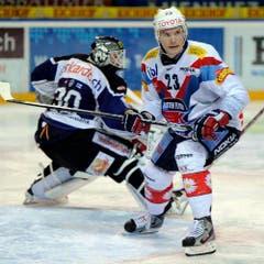 Tommi Santala (rechts) gegen Jussi Markkanen. (Bild: Keystone)