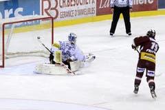 Genfs John Frtische verwandelt den entscheidenden Penalty zum Sieg. (Bild: Keystone)