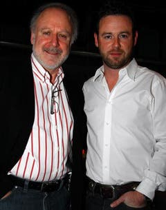 Sängerin Peter Reber (links) mit Moderator Nik Hartmann. (Bild: André Häfliger)