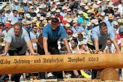 Die «Bösen» warten am Brunnen auf ihren Einsatz (Bild: Swiss-Image)