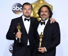 """Wurden beide für den Film """"The Revenant"""" ausgezeichnet: der Hauptdarsteller Leonardo DiCaprio (l.) und der Regisseur Alejandro Gonzalez Inarritu. (Bild: Keystone/EPA/Paul Buck)"""