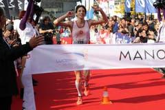 Die Britin Jeska Lauren gewinnt den Marathon bei den Frauen in 2:48.17. (Bild: Roger Zbinden / Neue LZ)