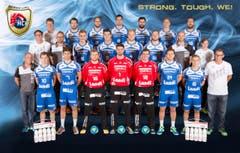 Das Kader des HC Kriens-Luzern mit dem neuen Motto «Strong. Tough. We!» (Bild: HC Kriens-Luzern / Fabienne Krummenacher)