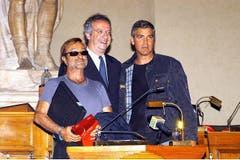 1. November 2011: Mit Schauspieler George Clooney (r.) und dem Römer Bürgermeister Walter Veltroni, anlässlich der Gesundheitskampagne «Speed can save your live». (Bild: Imago)