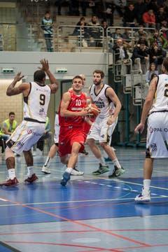 Nemanja Kovacevic von SCB am Ball. (Bild: Manuela Jans- Koch)