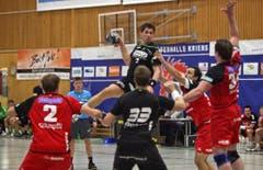 Benjamin Steiger steigt am höchsten. (Bild: Remo Nägeli/Neue LZ)