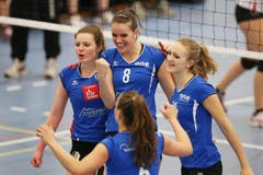 Luzerns Linda Kronenberg, Gabi Schottroff und Vera Bachmann jubeln nach einem gewonnenen Punkt. (Bild: Philipp Schmidli)