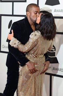 Ein Kuss von Rapper Kanye West für seine Kim. (Bild: Keystone)