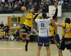 Der Altdorfer Nicolai Christensen (am Ball) erzielte mehrere Treffer. (Bild: Urs Hanhart / UZ)
