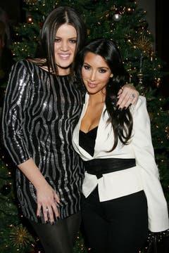 Weihnachten bei den Kardashians: Kim (rechts) und ihre Schwester Khloe im Dezember 2009. (Bild: Keystone)