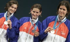 Gianna Hablützel-Bürki, Sophie Lamon and Diana Romagnoli (von links), Silber im Degen Mannschaft, sowie Gianna Hablützel-Bürki, Silber im Degen Einzel, Sydney 2000 (Bild: Keystone / Fabrice Coffrini)