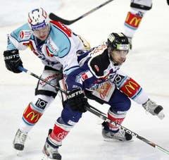 Fabian Schnyder (rechts) gegen Thomas Büsser. (Bild: Keystone)