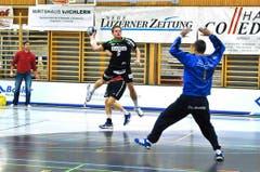 Pascal Willisch erzielt einen Treffer. (Bild: Remo Nägeli / Neue LZ)