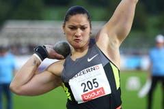 Valerie Adams stösst die Kugel... (Bild: Philipp Schmidli/Neue LZ)