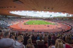Halbgefülltes Letzigrund-Stadion am ersten Tag. (Bild: Keystone)