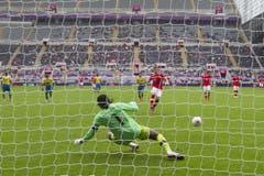 Admir Mehmedi schiesst die Schweiz in der 7. Minute 1:0 in Führung. (Bild: Keystone)